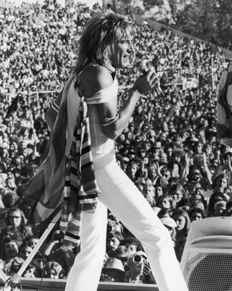 British rock star Rod Stewart onstage with the Faces at the Earl Warren Showgrounds in Santa Barbara, California, 1973. (Photo by Keystone Features/Hulton Archive/Getty Images)